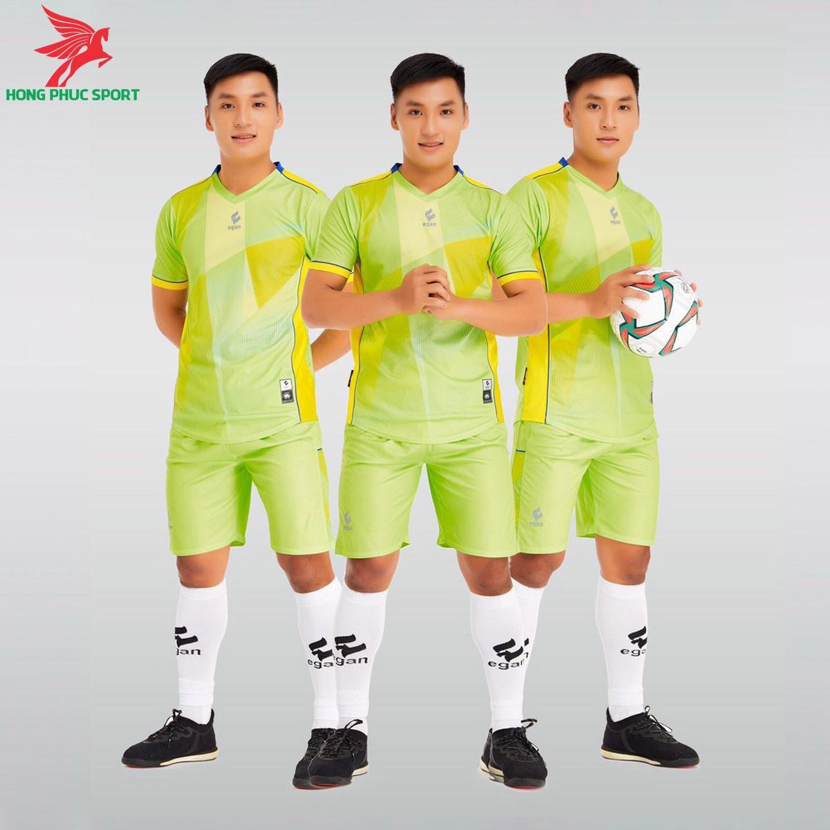 https://cdn.hongphucsport.com/unsafe/s4.shopbay.vn/files/285/ao-da-bong-khong-logo-egan-victory-mau-xanh-chuoi-6050864e6fa44.jpg