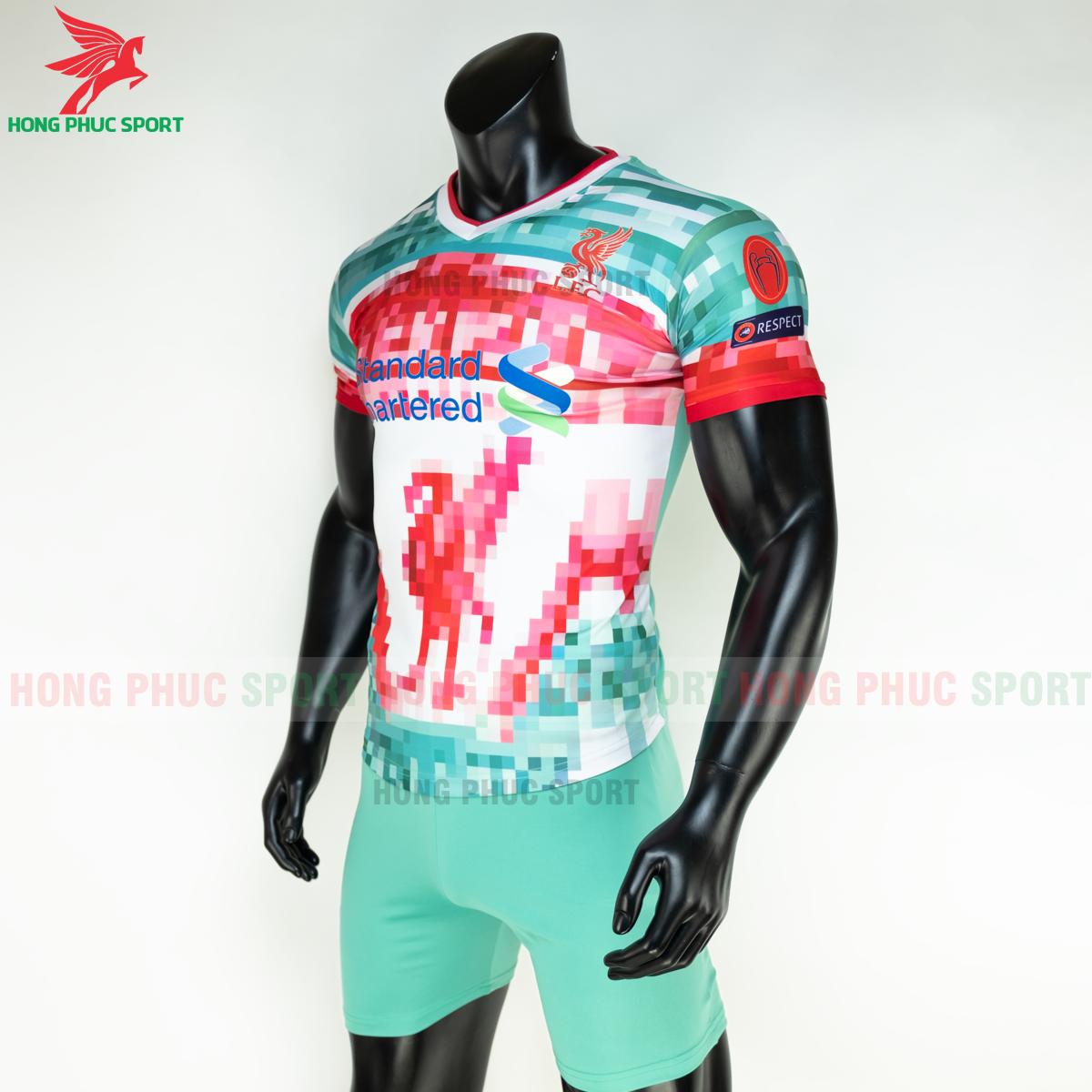 https://cdn.hongphucsport.com/unsafe/s4.shopbay.vn/files/285/ao-da-bong-liverpool-2020-2021-phien-ban-fan-4-5fe1ad157580b.png