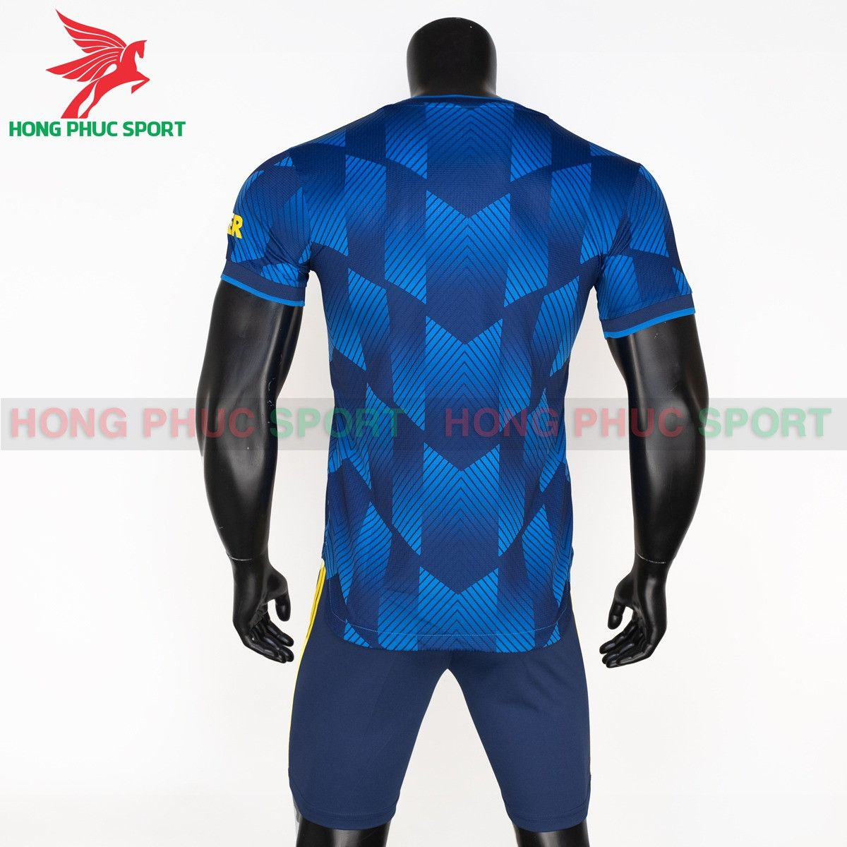 https://cdn.hongphucsport.com/unsafe/s4.shopbay.vn/files/285/ao-dau-manchester-united-2021-2022-mau-thu-3-thailand-7-6149b0dc487ce.jpg