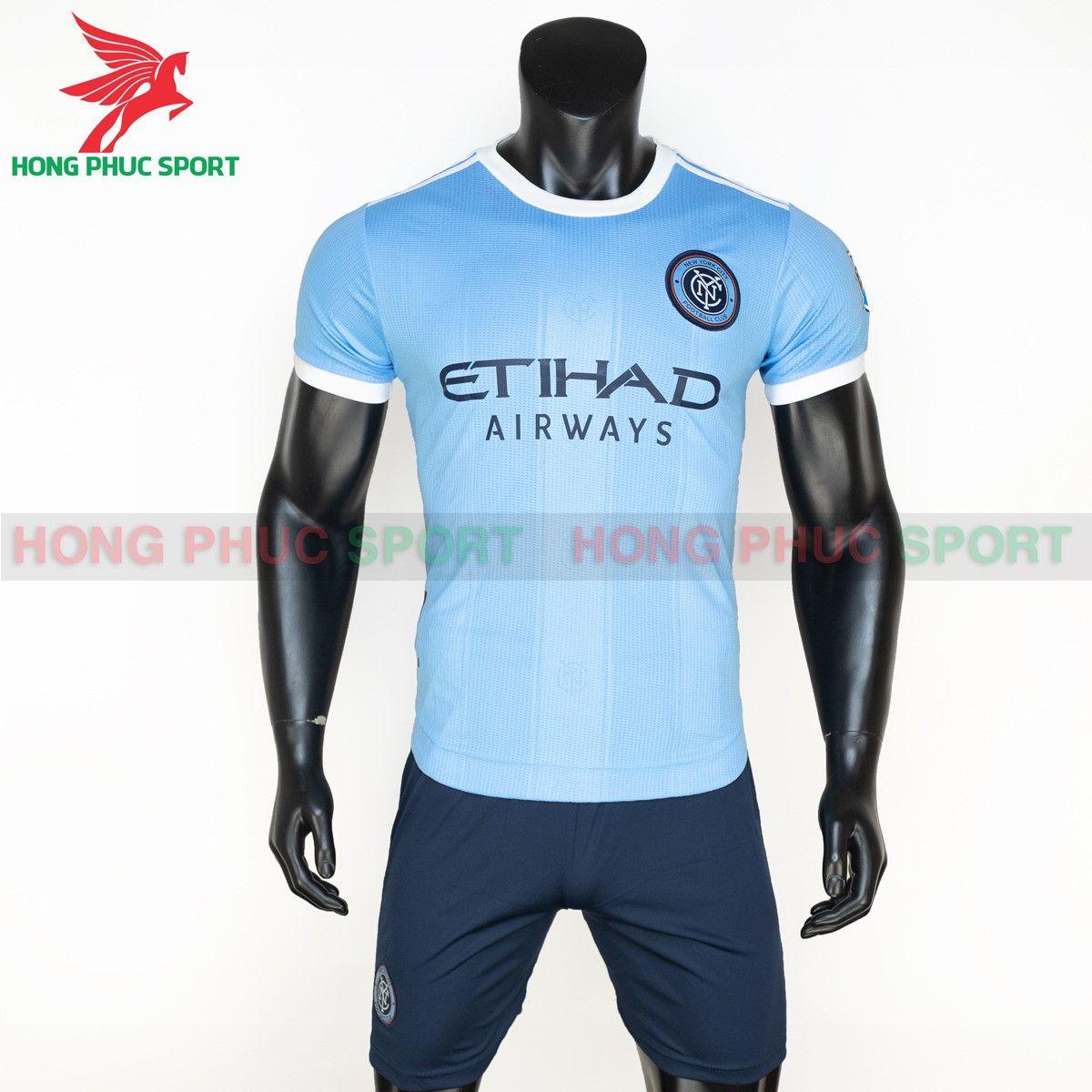 https://cdn.hongphucsport.com/unsafe/s4.shopbay.vn/files/285/ao-dau-new-york-city-2021-2022-san-nha-thailand-1-614add2c17e21.jpg