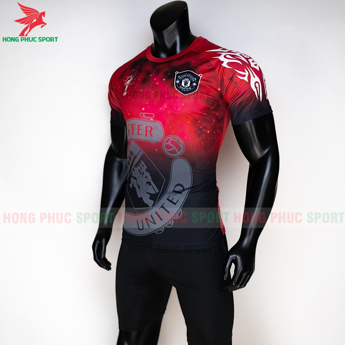 https://cdn.hongphucsport.com/unsafe/s4.shopbay.vn/files/285/ao-manchester-united-2020-phien-ban-fan-mau2-3-5f72be511f707.png