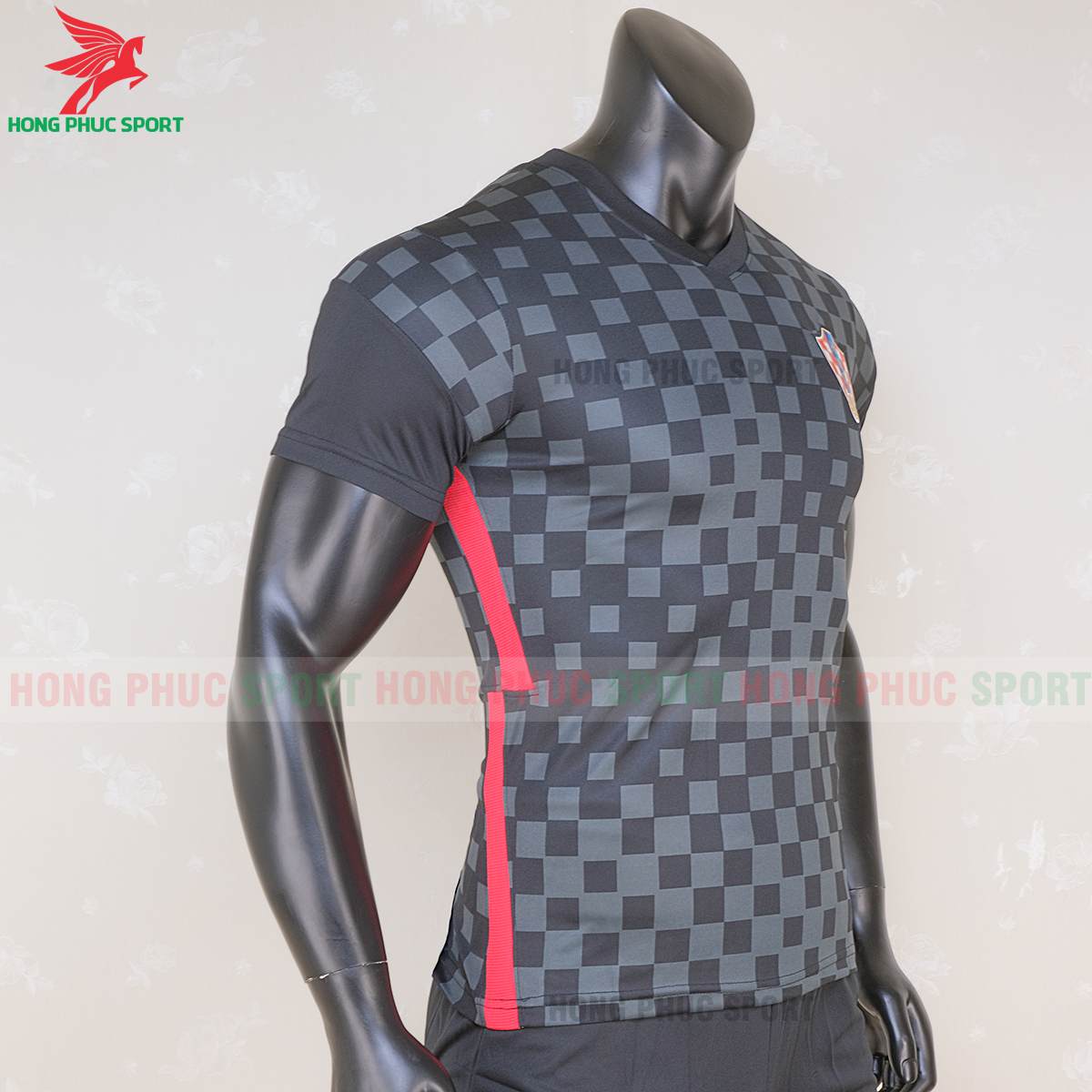 https://cdn.hongphucsport.com/unsafe/s4.shopbay.vn/files/285/ao-tuyen-croatia-2021-san-khach-2-5f71452042981.png